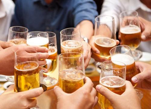 """77% nam giới uống rượu bia, Việt Nam bị gọi là """"quốc gia say xỉn"""" ảnh 1"""