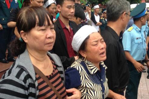 Lễ truy điệu 3 phi công tử nạn trong vụ rơi máy bay ở Vũng Tàu ảnh 8