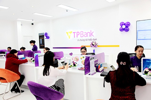 Ngay trong ngày đầu tiên khai trương, TPBank Thanh Hoá đã đón tiếp nhiều lượt khách hàng tới thăm quan và giao dịch