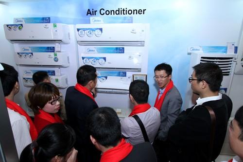 Các dòng sản phẩm điều hòa mới này sẽ đưa Midea, một trong những thương hiệu dẫn đầu tại thị trường Việt Nam sang một bước ngoặt quan trọng, điều này chứng tỏ cam kết của chúng tôi luôn đem lại những sản phẩm với chất lượng thuộc đẳng cấp thế giới và luôn kết nối người tiêu dùng với những trải nghiệm đẳng cấp nhất về sự sáng tạo và chất lượng