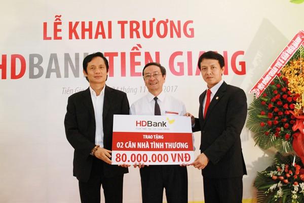 HDBank trao tặng 2 căn nhà tình thương trị giá 80 triệu đồng cho 2 hộ gia đình có hoàn cảnh khó khăn trên địa bàn