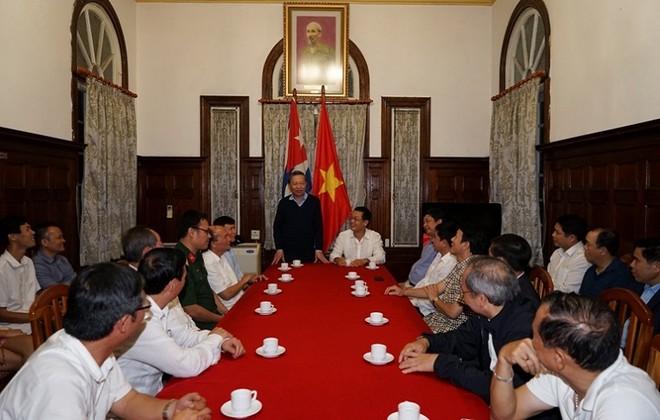 Bộ trưởng Tô Lâm thăm Đại sứ quán Việt Nam tại Cuba.