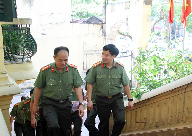 Trung tá Nguyễn Thanh Bình, Tổng Biên tập Báo ANTĐ đón Đại tá Nguyễn Thanh Tùng, Phó Giám đốc CATP Hà Nội