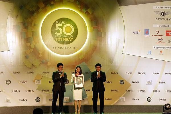 """PV GAS nhận Vinh danh của Forbes: """"Top 50 công ty niêm yết tốt nhất Việt Nam năm 2017"""""""