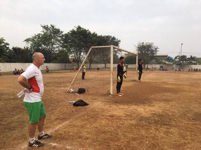 Olympic Myanmar cũng phải tập trên mặt sân xấu, cách nơi đóng quân tới 60km