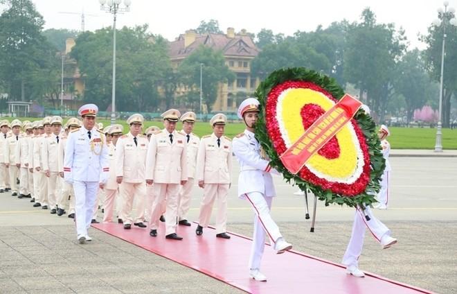 Đoàn đại biểu Đảng ủy Công an Trung ương, Bộ Công an vào Lăng viếng Chủ tịch Hồ Chí Minh