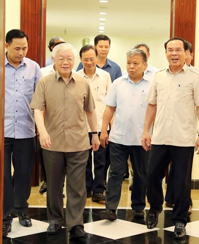 Tổng Bí thư, Chủ tịch nước Nguyễn Phú Trọng và các đại biểu tham dự cuộc họp. (Ảnh: Trí Dũng/TTXVN)