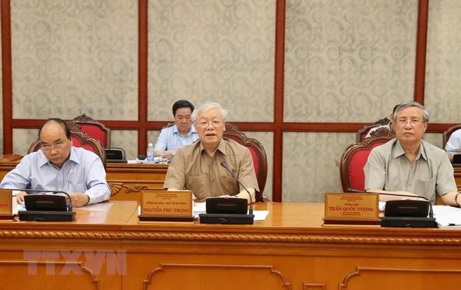 Tổng Bí thư, Chủ tịch nước Nguyễn Phú Trọng; Thường trực Ban Bí thư Trần Quốc Vượng; Thủ tướng Nguyễn Xuân Phúc tại cuộc họp. (Ảnh: Trí Dũng/TTXVN)
