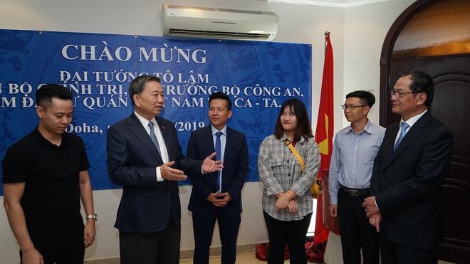 Bộ trưởng Tô Lâm thăm Đại sứ quán Việt Nam tại Qatar ảnh 1