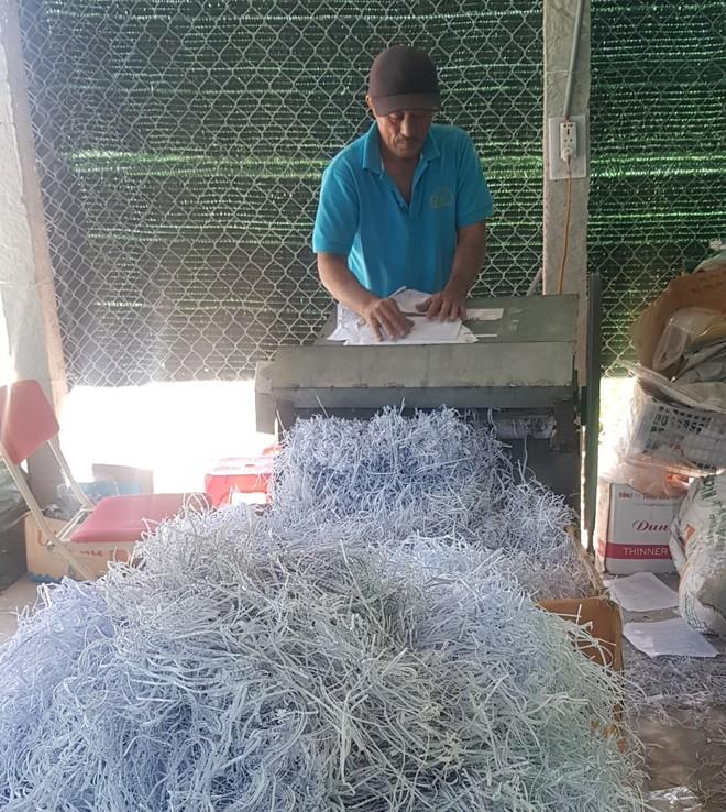 Tự chế máy xén giấy công suất lớn phục vụ đóng gói lan