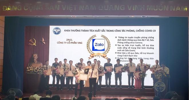 Thứ trưởng Phan Tâm trao Bằng khen của Bộ trưởng Bộ Thông tin và Truyền thông cho Zalo