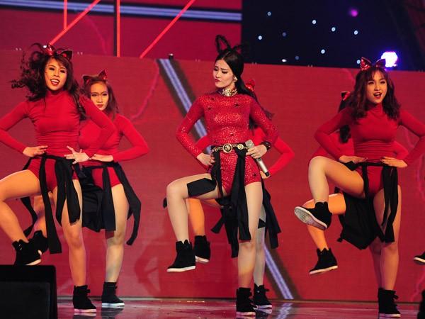 """Đông Nhi """"máu lửa"""" thể hiện rap, Sơn Tùng """"ngậm ngùi"""" chia giải thưởng ảnh 9"""