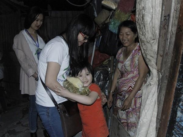 Dàn sao Việt chung tay gói bánh chưng, bánh tét gửi tặng người nghèo ảnh 16