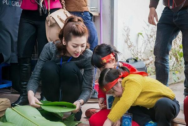 Dàn sao Việt chung tay gói bánh chưng, bánh tét gửi tặng người nghèo ảnh 2