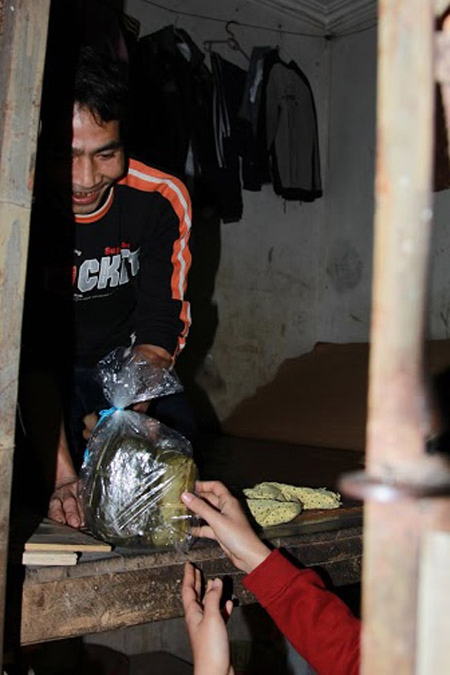 Dàn sao Việt chung tay gói bánh chưng, bánh tét gửi tặng người nghèo ảnh 18