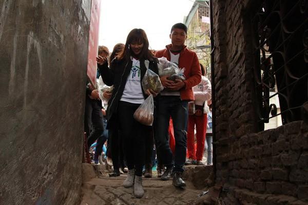 Dàn sao Việt chung tay gói bánh chưng, bánh tét gửi tặng người nghèo ảnh 9