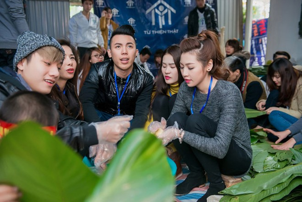 Dàn sao Việt chung tay gói bánh chưng, bánh tét gửi tặng người nghèo ảnh 1