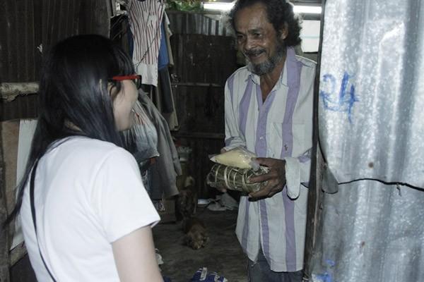 Dàn sao Việt chung tay gói bánh chưng, bánh tét gửi tặng người nghèo ảnh 11