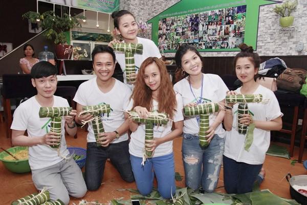 Dàn sao Việt chung tay gói bánh chưng, bánh tét gửi tặng người nghèo ảnh 5
