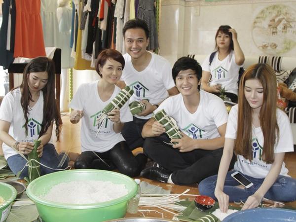 Dàn sao Việt chung tay gói bánh chưng, bánh tét gửi tặng người nghèo ảnh 4