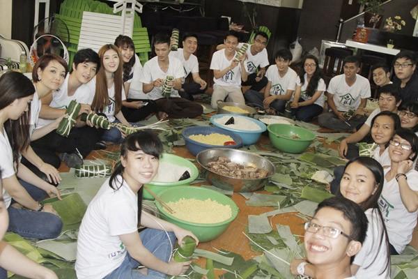 Dàn sao Việt chung tay gói bánh chưng, bánh tét gửi tặng người nghèo ảnh 3