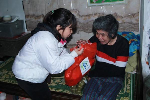 Dàn sao Việt chung tay gói bánh chưng, bánh tét gửi tặng người nghèo ảnh 13