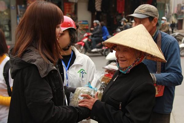 Dàn sao Việt chung tay gói bánh chưng, bánh tét gửi tặng người nghèo ảnh 12