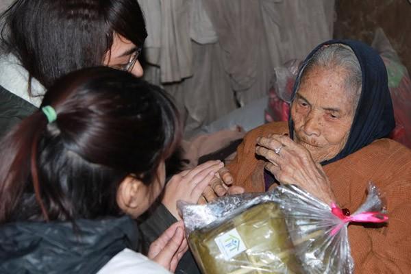 Dàn sao Việt chung tay gói bánh chưng, bánh tét gửi tặng người nghèo ảnh 17