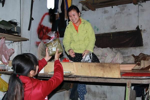 Dàn sao Việt chung tay gói bánh chưng, bánh tét gửi tặng người nghèo ảnh 10