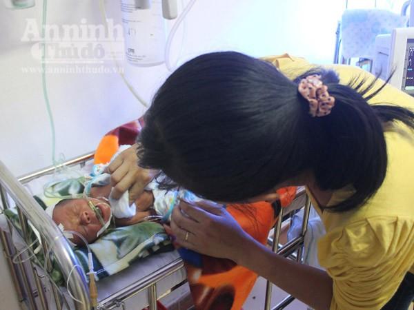 Cứu sống thai nhi 7 tháng bị đẻ rơi vào bồn cầu ảnh 1