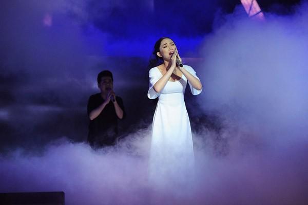 Đông Nhi hóa công chúa Ba Tư xinh đẹp, Tóc Tiên khóc nghẹn bên Thành Lộc ảnh 7