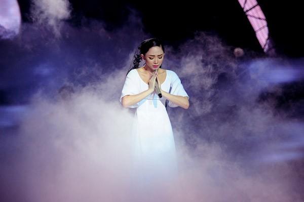 Đông Nhi hóa công chúa Ba Tư xinh đẹp, Tóc Tiên khóc nghẹn bên Thành Lộc ảnh 6