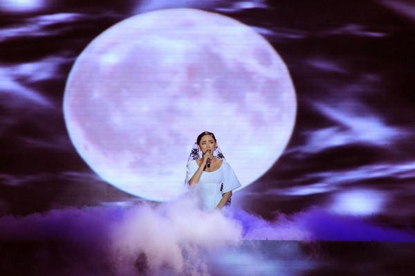 Đông Nhi hóa công chúa Ba Tư xinh đẹp, Tóc Tiên khóc nghẹn bên Thành Lộc ảnh 5