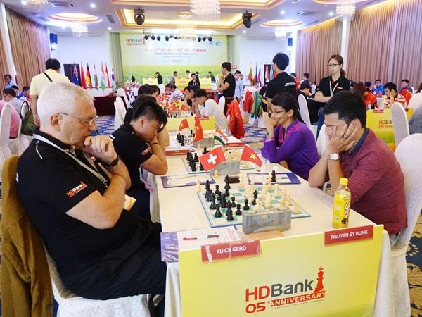 Giải Cờ vua Quốc tế HDBank 2015: Quang Liêm giữ mạch bất bại ảnh 2