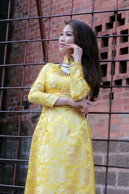 Xuân Nguyễn dịu dàng với áo dài ảnh 7