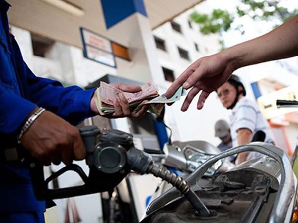 Giảm thuế nhập khẩu xăng dầu, ai thiệt? ảnh 1