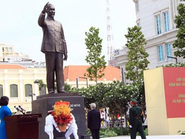 Audio 17-5-2015: Khánh thành Tượng đài Chủ tịch Hồ Chí Minh tại thành phố mang tên Bác ảnh 1