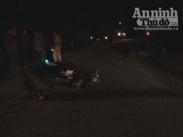 Xe máy đối đầu khi ôm cua, một người tử vong ảnh 1