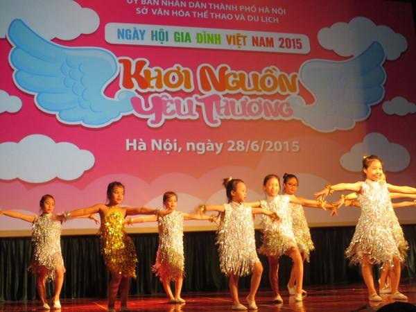 """Ngày Gia đình Việt Nam 28-6: """"Khơi nguồn yêu thương"""" ảnh 1"""