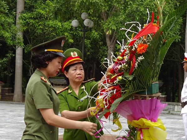 Phụ nữ Cụm thi đua số 3 CATP Hà Nội về nguồn báo công dâng Bác ảnh 7