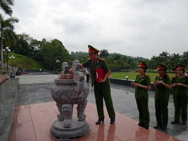 Phụ nữ Cụm thi đua số 3 CATP Hà Nội về nguồn báo công dâng Bác ảnh 5