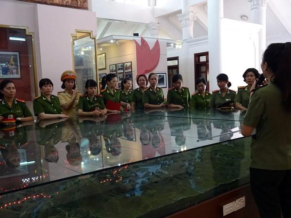 Phụ nữ Cụm thi đua số 3 CATP Hà Nội về nguồn báo công dâng Bác ảnh 8