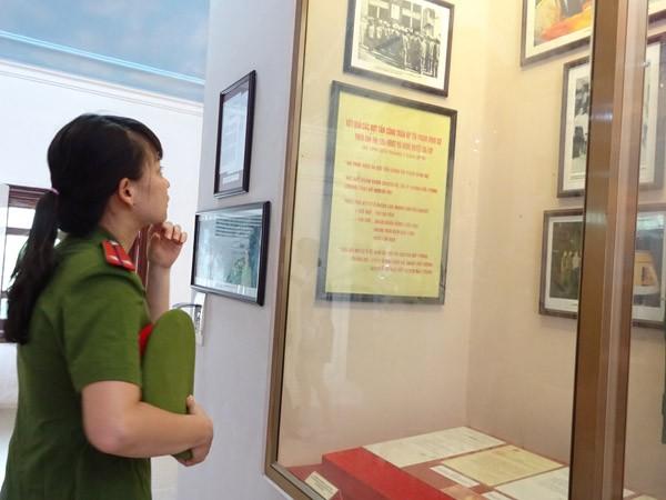 Phụ nữ Cụm thi đua số 3 CATP Hà Nội về nguồn báo công dâng Bác ảnh 10