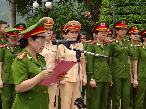 Phụ nữ Cụm thi đua số 3 CATP Hà Nội về nguồn báo công dâng Bác ảnh 1