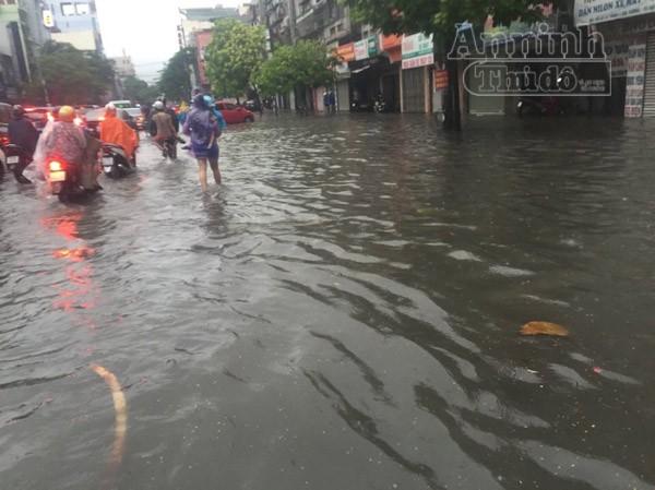 """Mưa lớn kéo dài, Hải Phòng chìm trong """"biển nước"""" ảnh 1"""