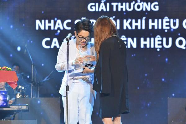"""Đức Phúc xuất sắc giành """"cú đúp"""" giải thưởng tại Bài hát Việt tháng 11 ảnh 2"""