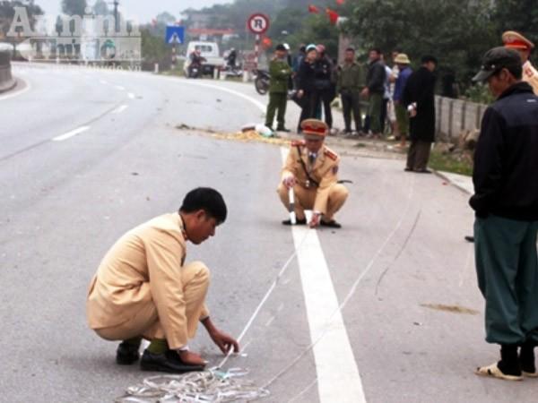 Truy đuổi xe tải đâm một người bị thương sau đó chèn ép xe CSGT hòng bỏ trốn ảnh 2