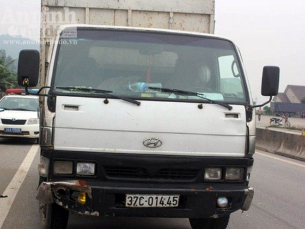 Truy đuổi xe tải đâm một người bị thương sau đó chèn ép xe CSGT hòng bỏ trốn ảnh 1