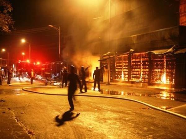 Audio 31-12-2015: Cháy chợ Phủ Lý - Hà Nam, 300 gian hàng bị thiêu rụi ảnh 4
