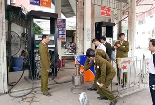 Audio 31-12-2015: Cháy chợ Phủ Lý - Hà Nam, 300 gian hàng bị thiêu rụi ảnh 2